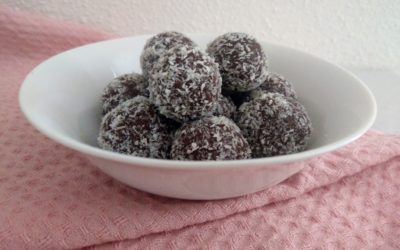 Keto & Paleo Bounty Bliss Balls Recept